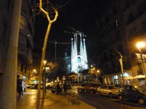 Al ritorno verso l'albergo, guidati da geopaparazzi, nella Barcellona notturna.
