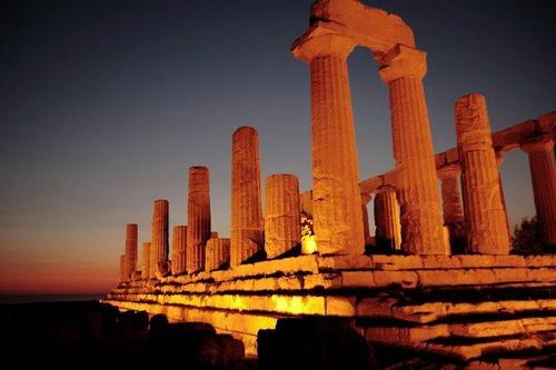 Tempio di Giunone Lacinia presso la Valle dei Templi di Agrigento